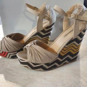 Size 8 COURT COUTURE block wedge heel